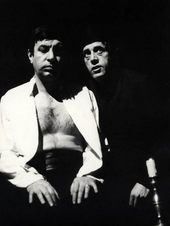 Zoran Radmilović (Ahmet Nurudin) i Božidar Pavićević - Longa (Tamničar), Derviš i smrt, Atelje 212, 1971.