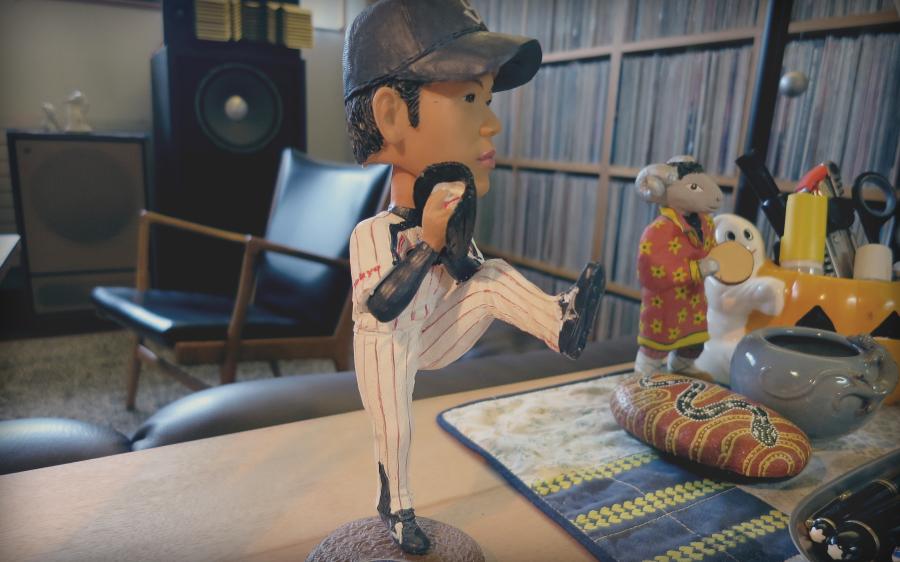 """""""Figurina Jašura """"Rajana"""" Ogave, mladog igrača mog omiljenog bejzbol tima Yakult Swallows iz Tokija. Dali su mu nadimak Rajan po Nolanu Rajanu zbog načina na koji podiže nogu dok izbacuje loptu."""""""