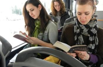 besplatan javni prevoz za one koji čitanju knjige u njemu