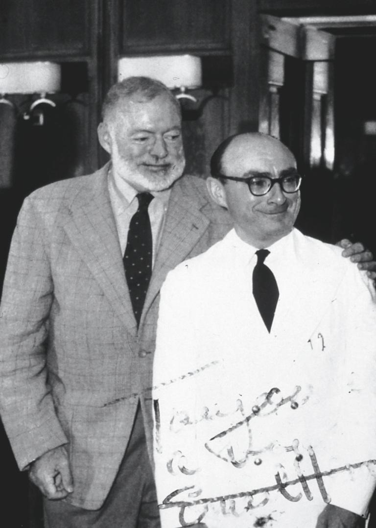 Ernest Hemingvej i jedan od dugogodišnjih bartendera u Ricu Bertin.