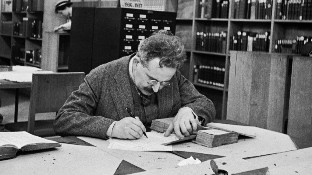 Valter Benjamin u Nacionalnoj biblioteci, Pariz, 1937. (© Gisèle Freund - RMN)